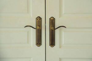 מנעול דקורטיבי לדלתות ביתיות